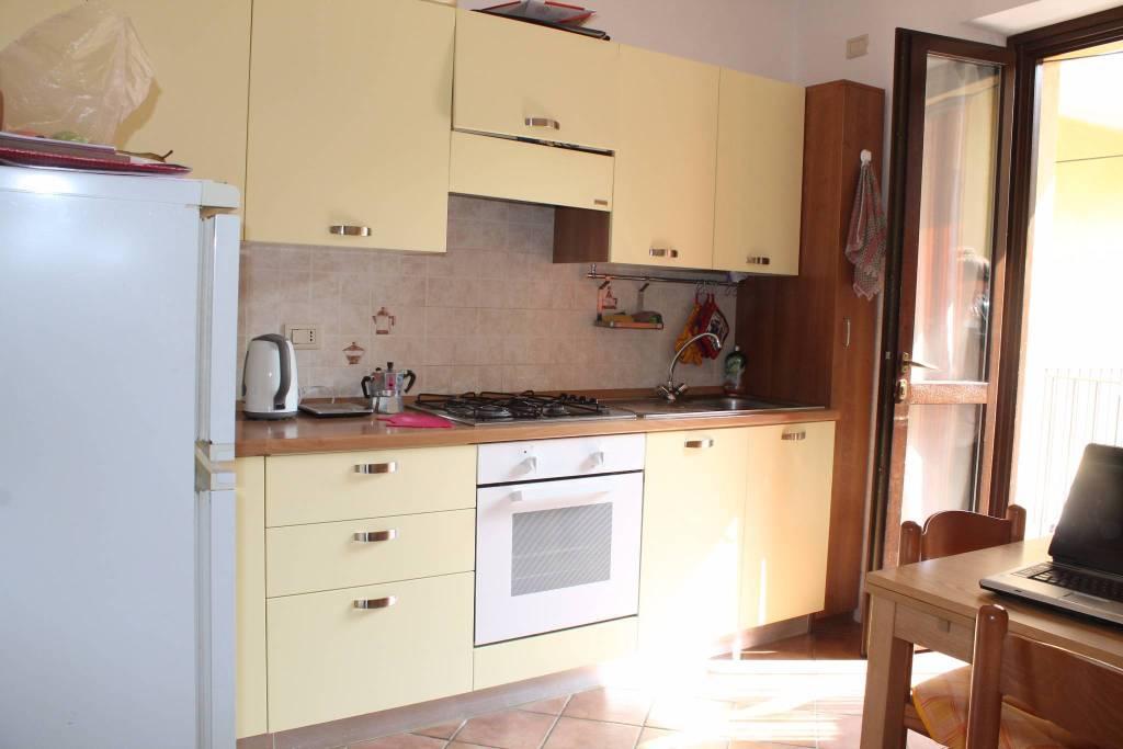 Appartamento in ottime condizioni arredato in affitto Rif. 8157246