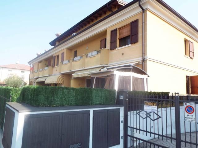 Appartamento in vendita a Ghedi, 4 locali, prezzo € 168.000 | Cambio Casa.it