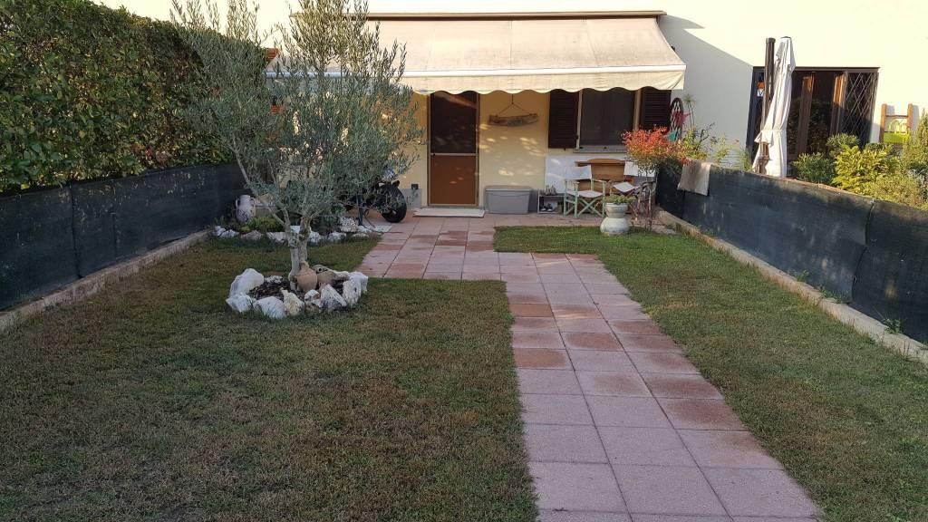 Villa in ottime condizioni parzialmente arredato in vendita Rif. 8465257