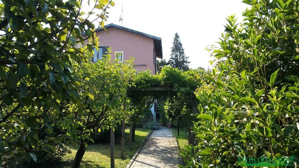 Villa in vendita a Casnate con Bernate, 8 locali, prezzo € 499.000 | PortaleAgenzieImmobiliari.it