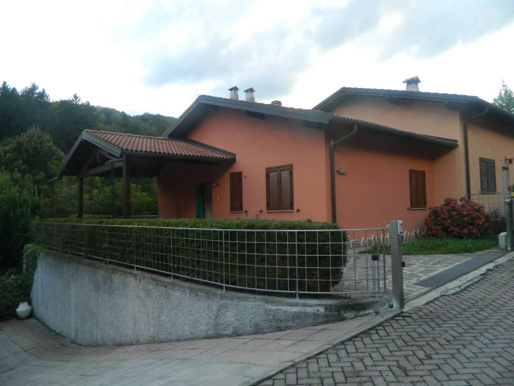 Villetta a schiera in ottime condizioni parzialmente arredato in vendita Rif. 4937922