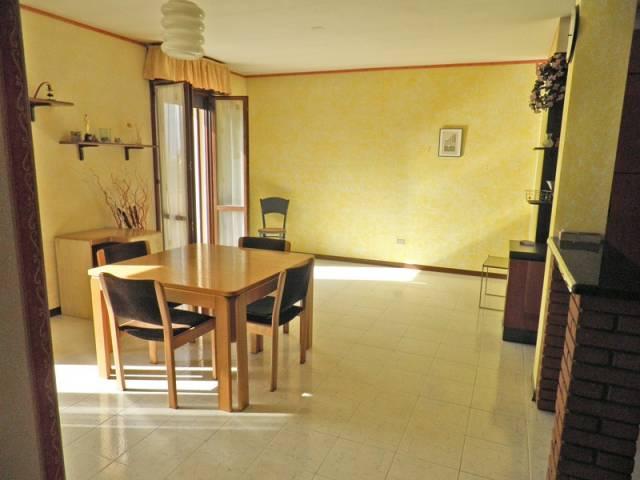 Appartamento in buone condizioni in vendita Rif. 4437496