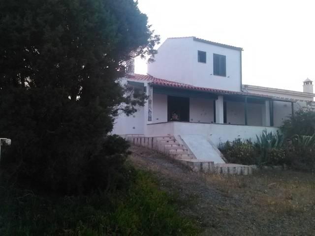 Villa in ottime condizioni parzialmente arredato in vendita Rif. 4220610