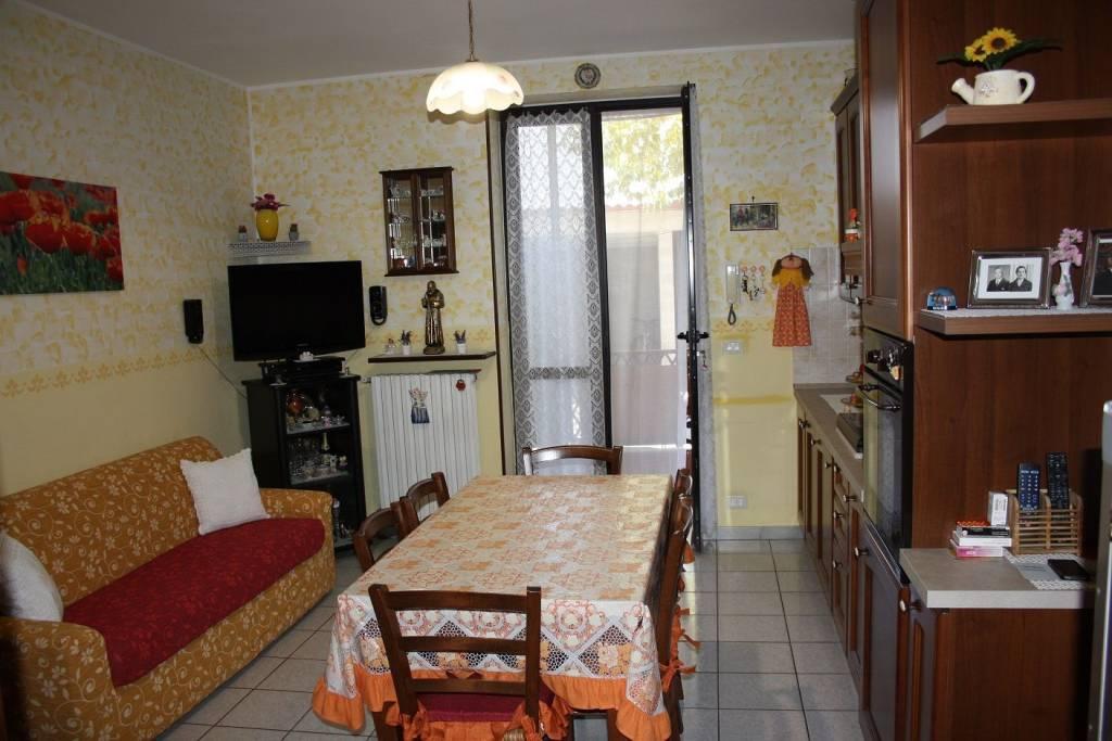 Appartamento in buone condizioni in vendita Rif. 8477040
