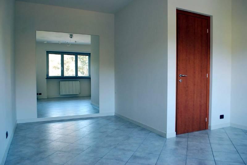 Ufficio / Studio in affitto a Alba, 4 locali, prezzo € 700 | CambioCasa.it