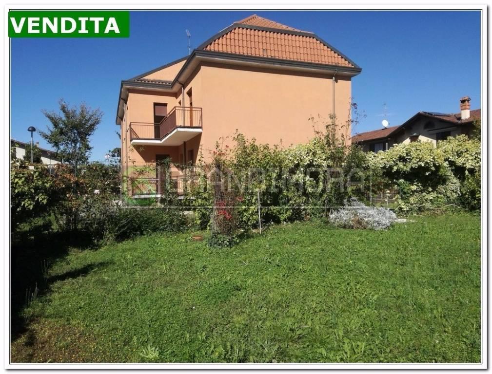 Villa in vendita a Suisio, 6 locali, prezzo € 579.900 | CambioCasa.it