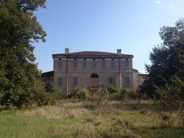 Palazzo / Stabile in vendita a Curtatone, 6 locali, prezzo € 850.000 | CambioCasa.it