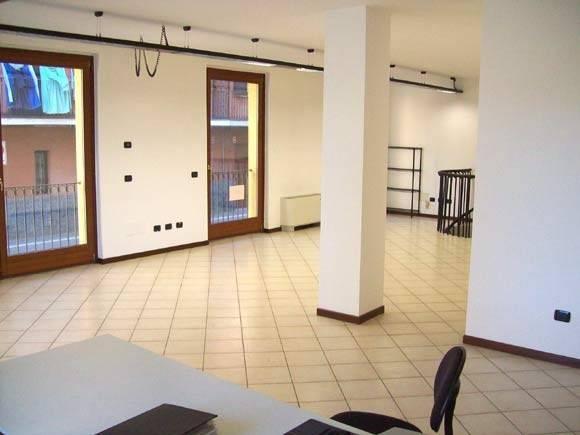 Ufficio / Studio in affitto a Borgomanero, 3 locali, prezzo € 530 | CambioCasa.it