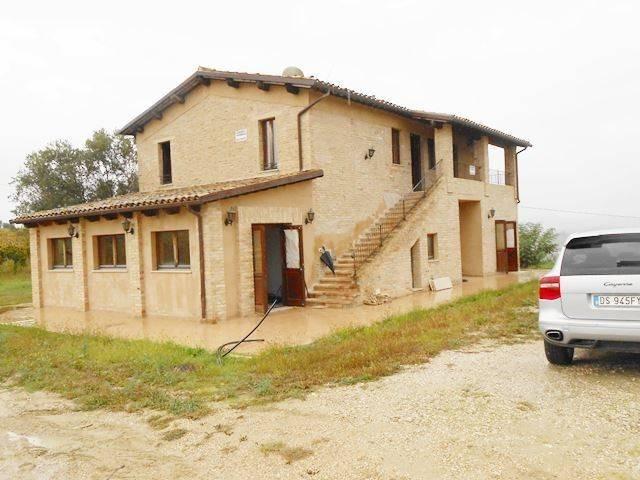Rustico / Casale parzialmente arredato in vendita Rif. 7856951