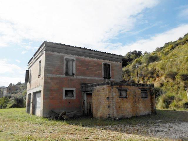 Rustico / Casale da ristrutturare in vendita Rif. 7856952