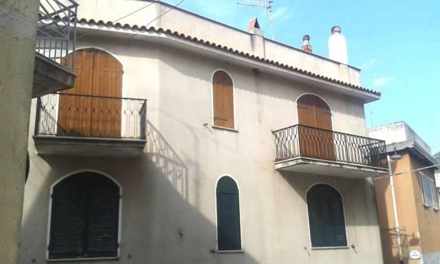 Appartamento in buone condizioni arredato in vendita Rif. 4184565