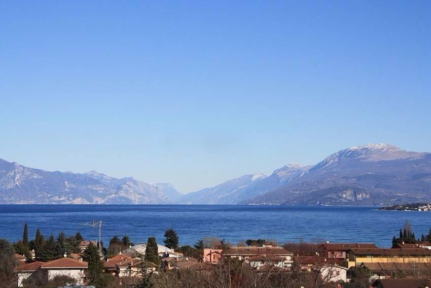 Attico / Mansarda in vendita a Desenzano del Garda, 5 locali, Trattative riservate | PortaleAgenzieImmobiliari.it