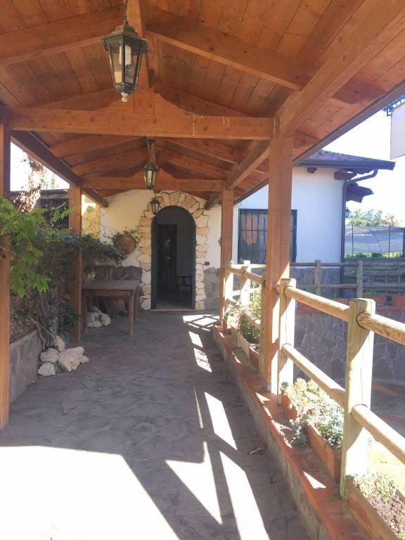 Appartamento in buone condizioni arredato in affitto Rif. 8595086