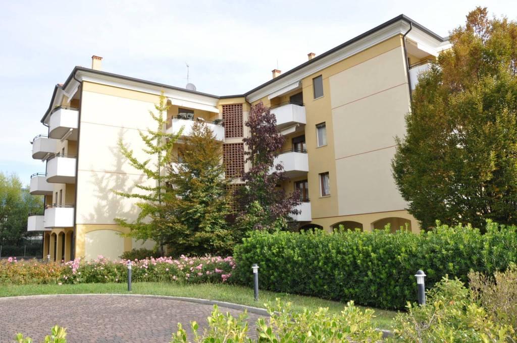 Appartamento in buone condizioni in vendita Rif. 8639660