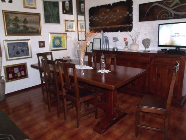 Appartamento in vendita a Trecate, 3 locali, prezzo € 85.000 | CambioCasa.it