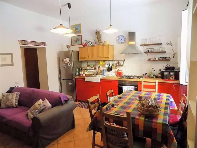 Appartamento in ottime condizioni parzialmente arredato in vendita Rif. 4347369