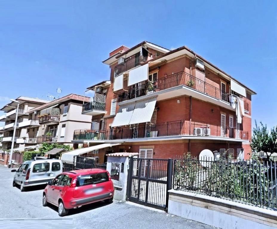 Appartamento in vendita a Roma, 3 locali, zona Zona: 35 . Setteville - Casalone - Acqua Vergine, prezzo € 135.000   CambioCasa.it