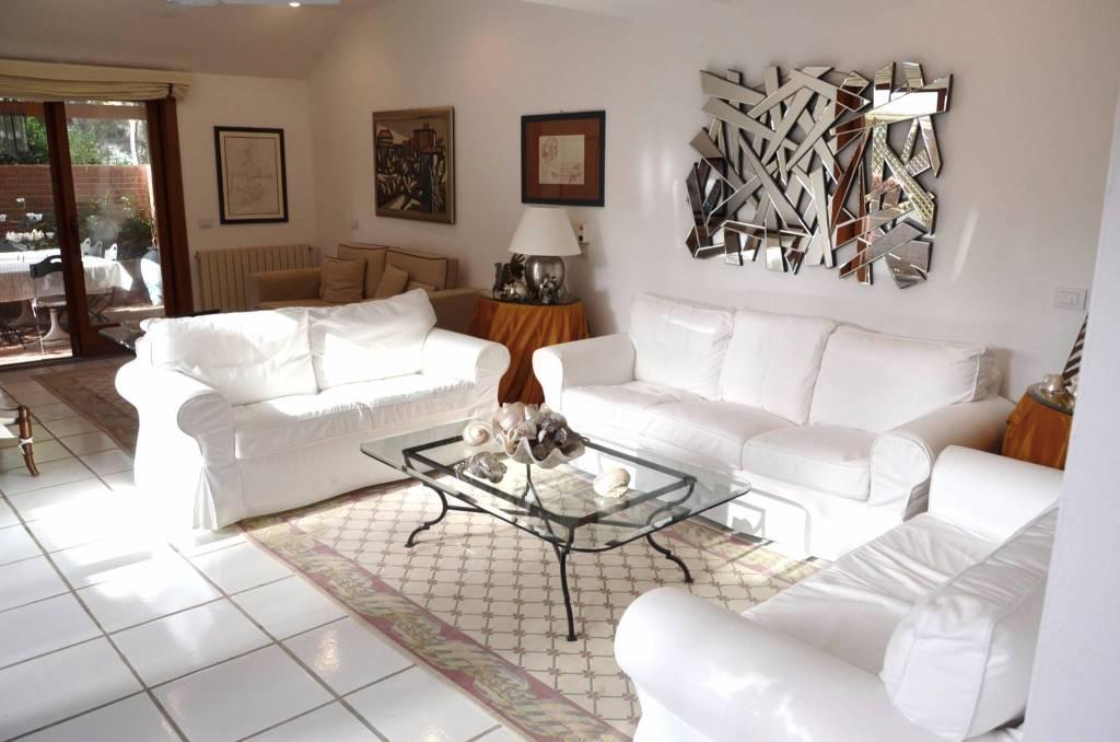 Villa parzialmente arredato in vendita Rif. 8288203