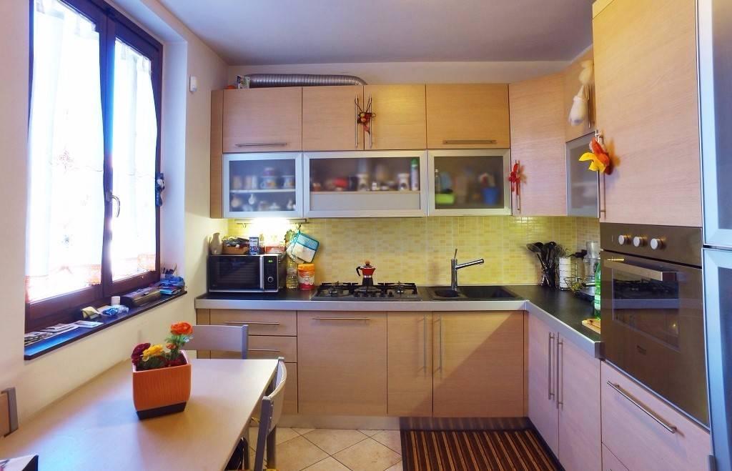 Appartamento in ottime condizioni parzialmente arredato in vendita Rif. 4199087