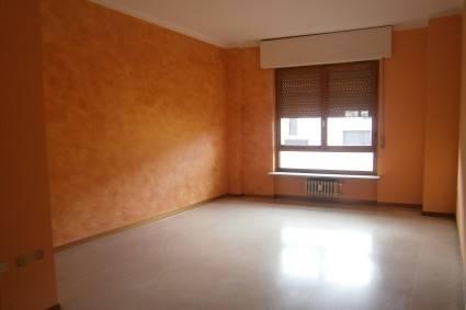 Appartamento in buone condizioni in affitto Rif. 7779619