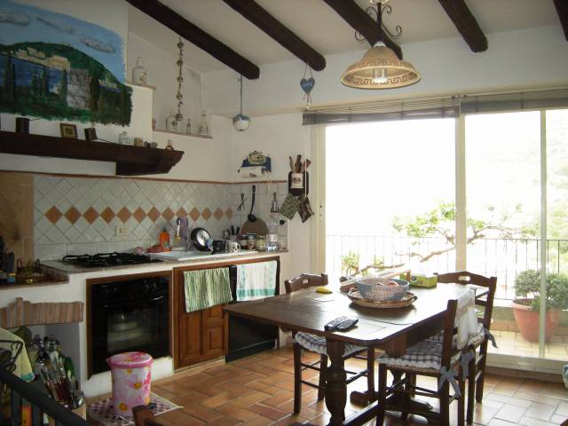 Soluzione Indipendente in vendita a Itri, 4 locali, prezzo € 160.000   Cambio Casa.it