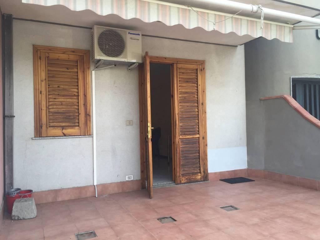 Appartamento in buone condizioni arredato in affitto Rif. 9466926