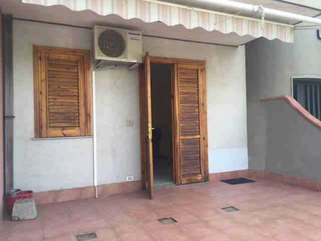 Appartamento in buone condizioni arredato in affitto Rif. 4842697
