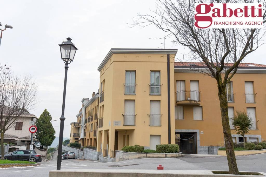 Appartamento in buone condizioni parzialmente arredato in vendita Rif. 4439270