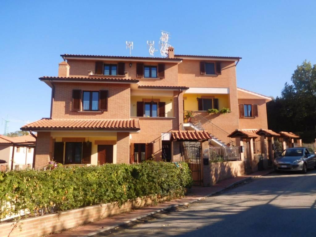 Appartamento in vendita a Città della Pieve, 5 locali, prezzo € 190.000 | CambioCasa.it