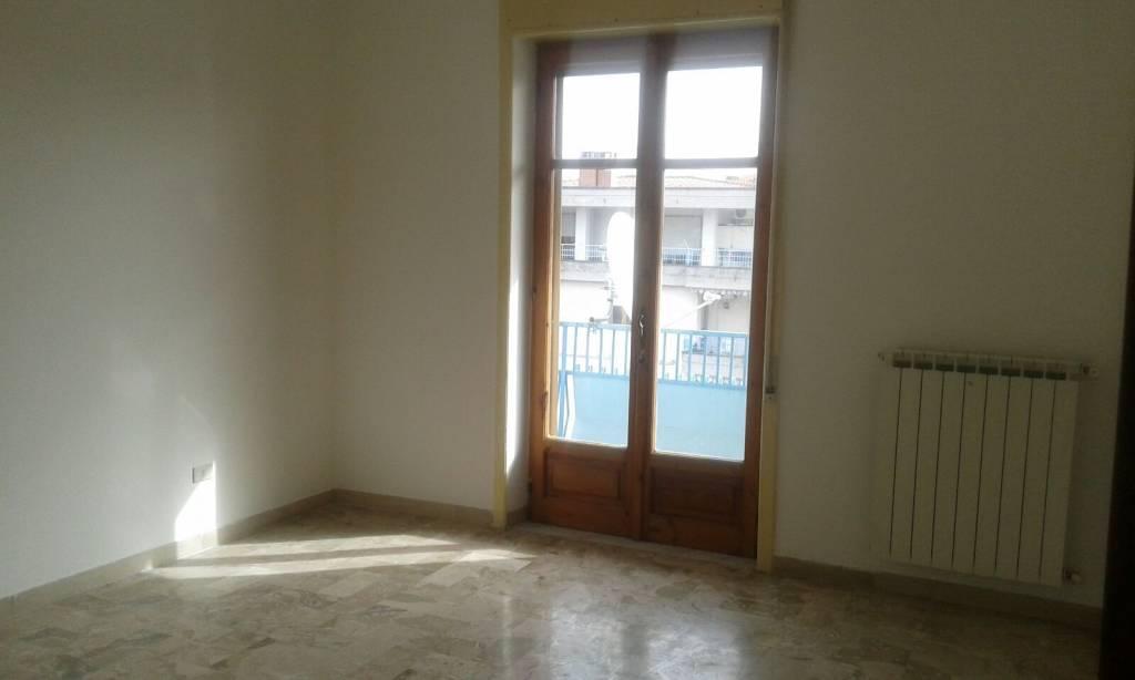 Appartamento in buone condizioni in affitto Rif. 8327469