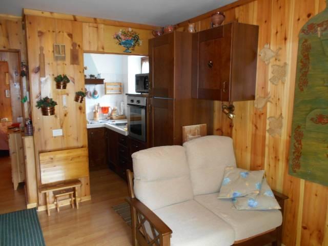 Appartamento in ottime condizioni arredato in vendita Rif. 4949866
