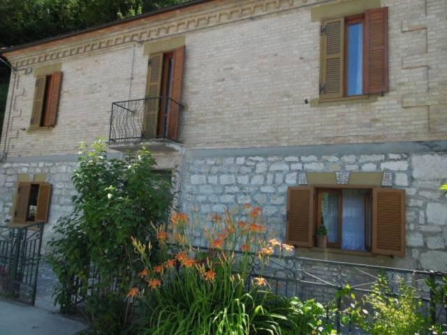 Casa Indipendente in buone condizioni in vendita Rif. 4836906