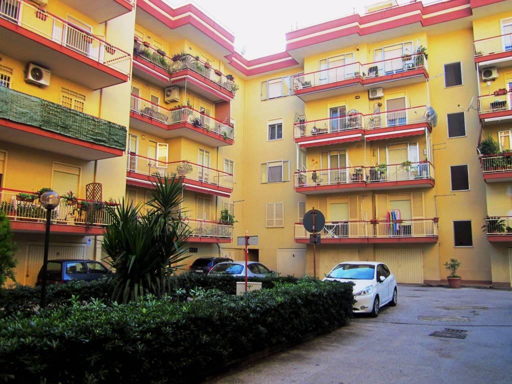 Appartamento in buone condizioni in vendita Rif. 9052778