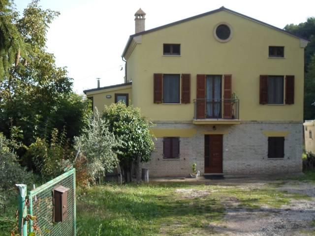 Rustico / Casale in buone condizioni in vendita Rif. 4228120