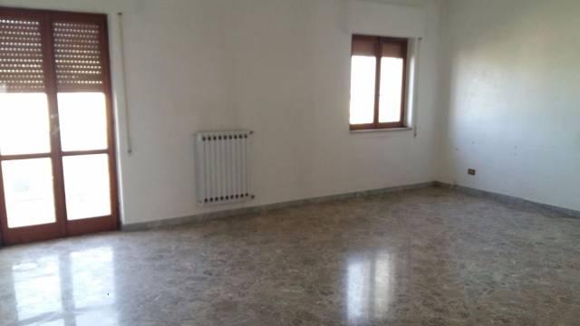 Appartamento da ristrutturare in vendita Rif. 5118047