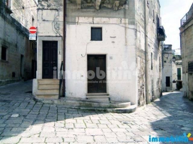 Locale a pochi passi da Piazza Manfredi Rif. 4193657
