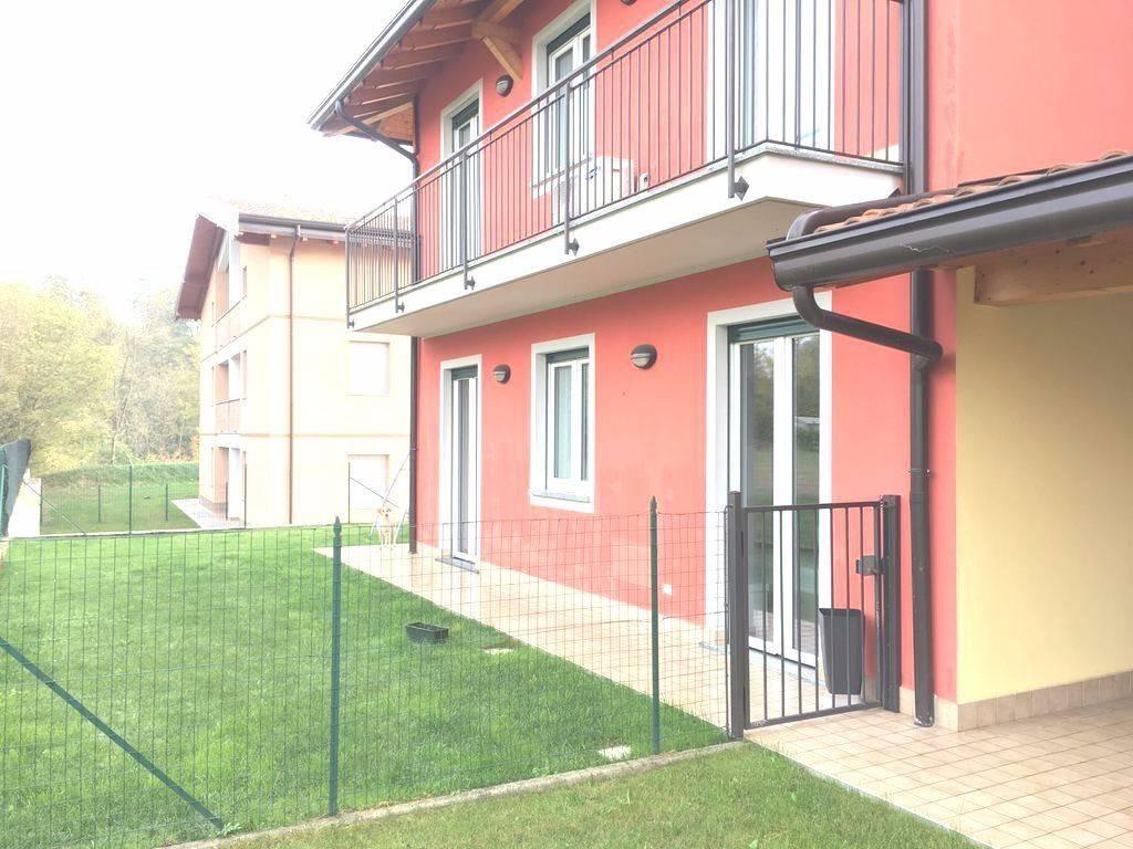 Appartamento in vendita a Oleggio Castello, 3 locali, prezzo € 180.000 | CambioCasa.it