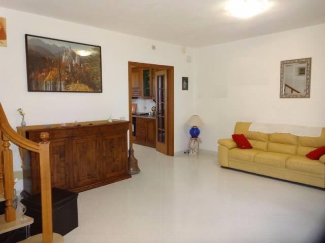 Casa Indipendente in buone condizioni parzialmente arredato in vendita Rif. 4585814