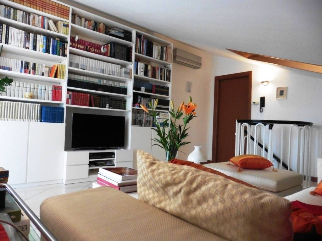 Appartamento in ottime condizioni in vendita Rif. 7703657