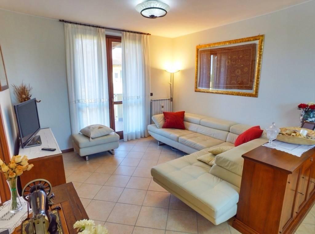 Appartamento in ottime condizioni in vendita Rif. 4199085