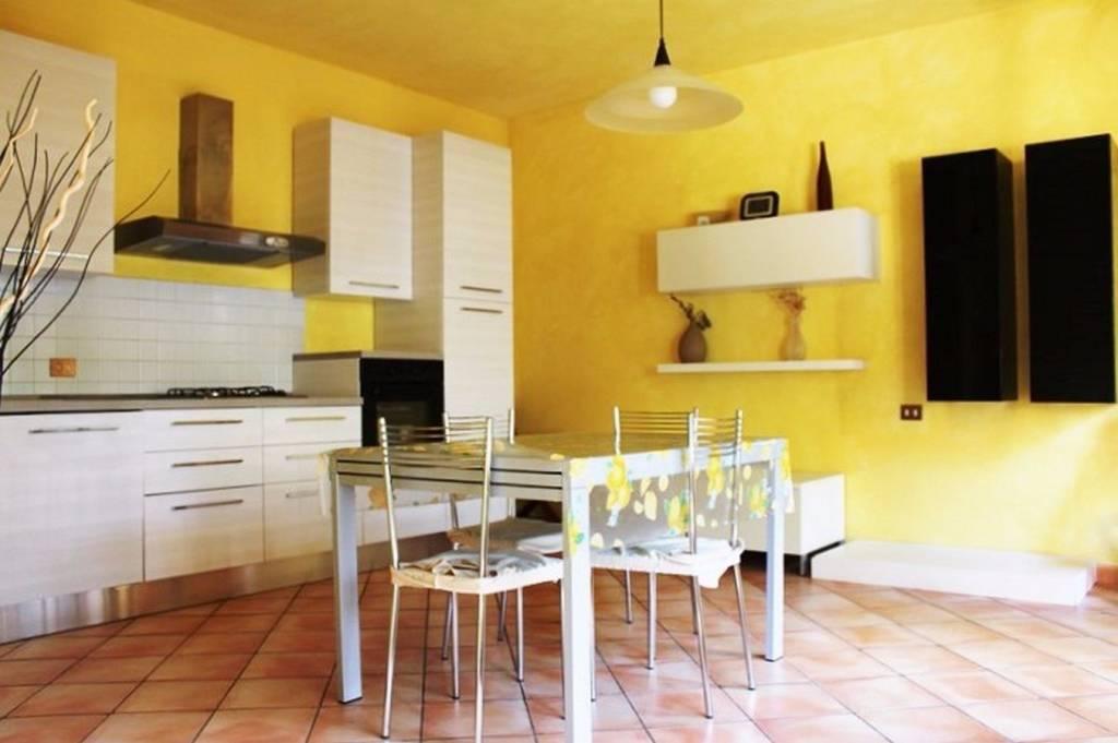 Villa parzialmente arredato in vendita Rif. 8288195
