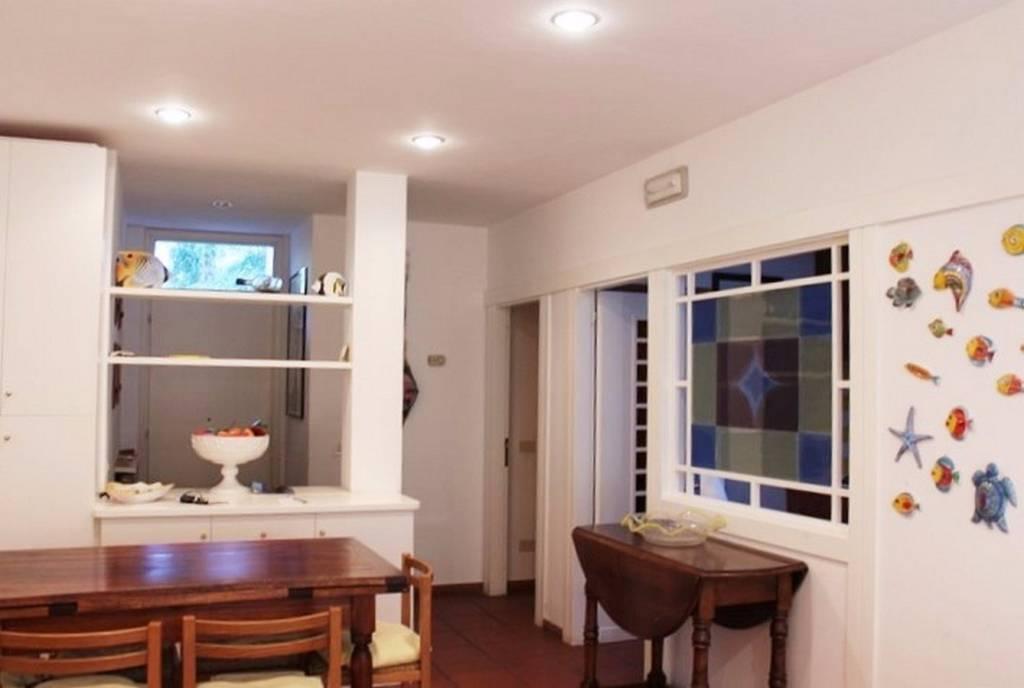 Villa parzialmente arredato in vendita Rif. 8288194