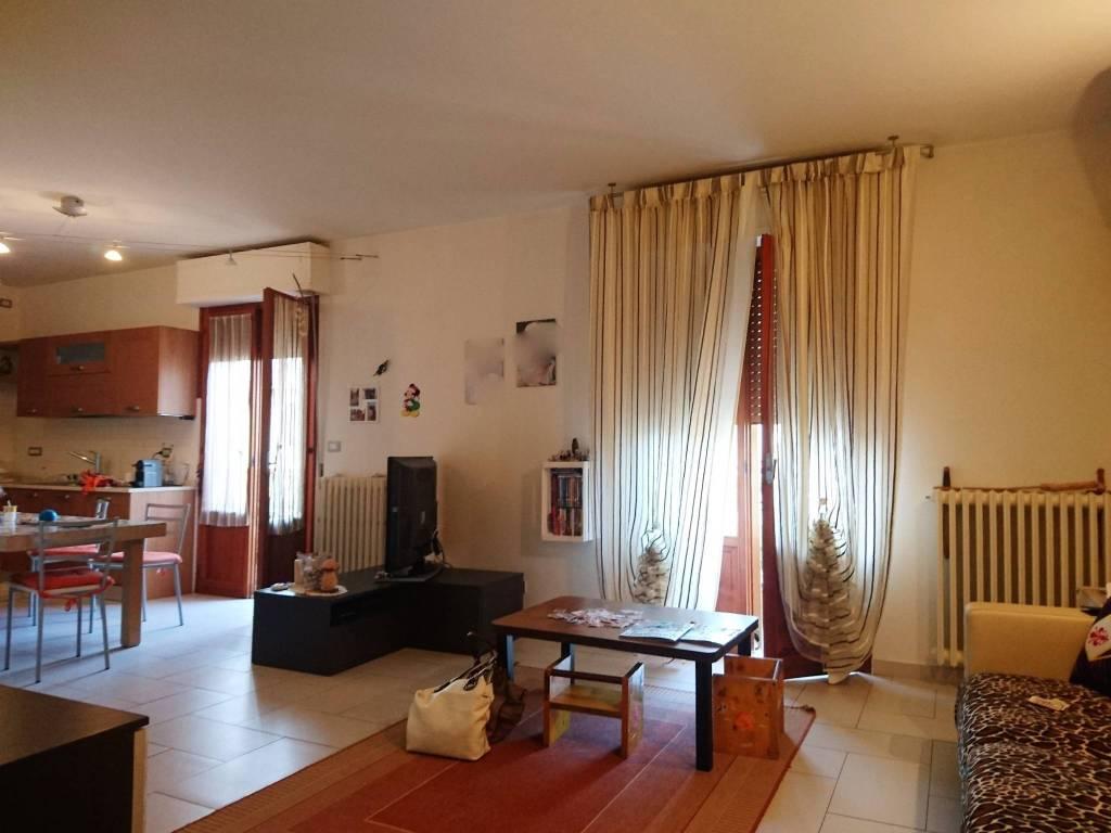 Appartamento in ottime condizioni in vendita Rif. 7402128