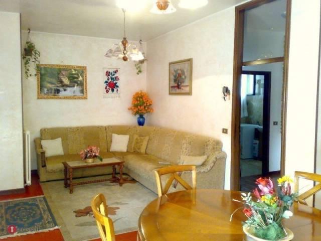 Appartamento in buone condizioni in vendita Rif. 4456356