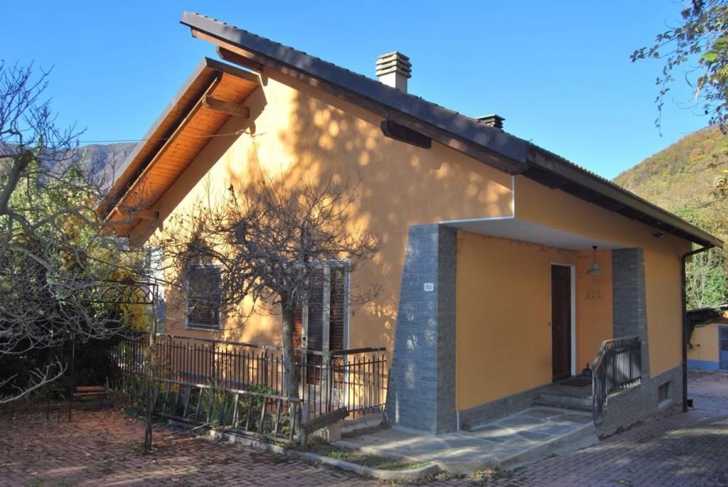 Foto 1 di Villa via Fratelli Gosso, Porte