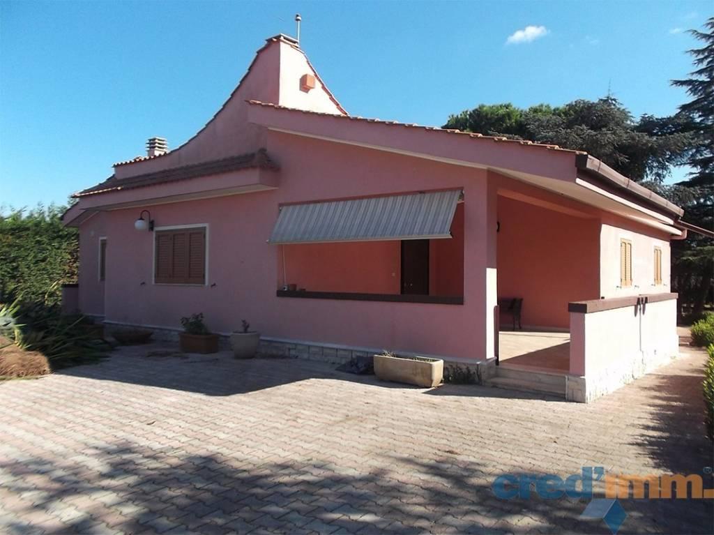 Villa quadrilocale in vendita a Bisceglie (BT)