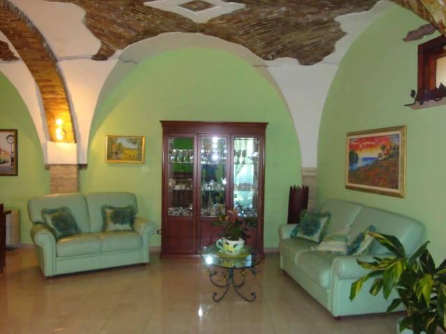 Appartamento in ottime condizioni arredato in vendita Rif. 4397354