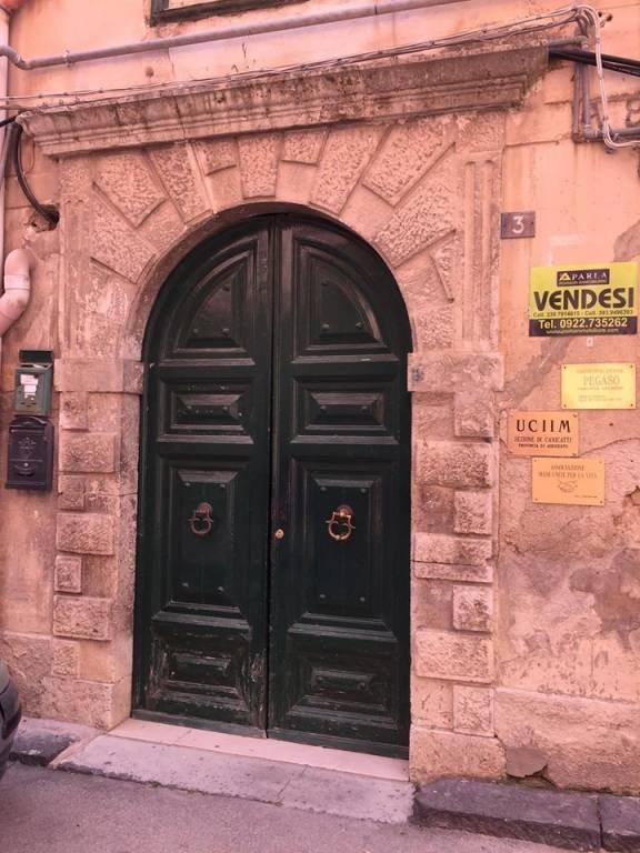 Stabile / Palazzo in buone condizioni in vendita Rif. 8719777