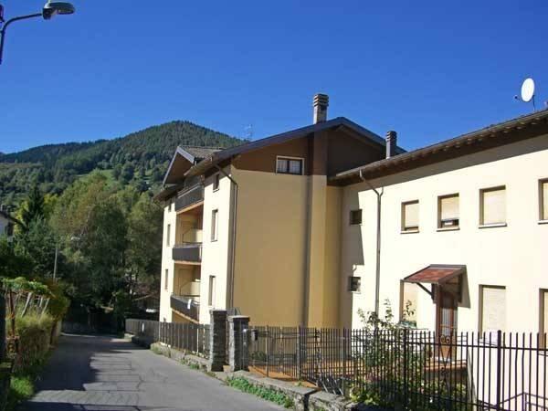 Appartamento in buone condizioni arredato in vendita Rif. 6965057