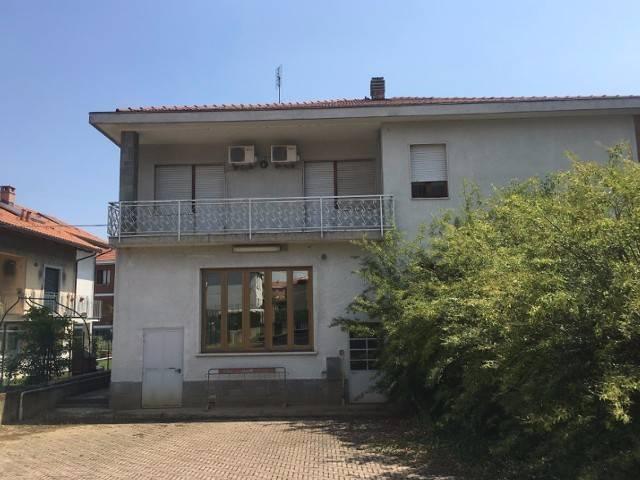 Soluzione Indipendente in vendita a Chieri, 6 locali, prezzo € 245.000 | Cambio Casa.it